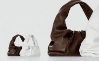 Bottega Veneta全新THE SHOULDER POUCH包袋