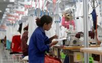 疫情导致柬埔寨一批服装加工厂面临停产