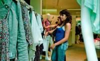 法国服装销售连续11年下降中档品牌受冲击最大