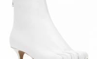 "Maison Margiela的副线MM6推出全新""五趾鞋""系列"