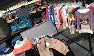 摆地摊: 中小童装厂商疫情后积极求生