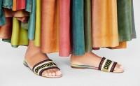 Dior的花卉刺绣夏季凉拖系列