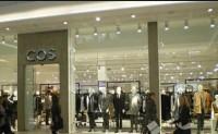"""品牌 Cos 推出名为""""Resell"""" 的转售服务"""