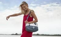 Kipling 和可口可乐带来联名包袋系列