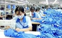 """多地纺织企业""""留人""""放大招"""