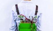 """""""滑动式""""背包减轻了佩戴者的负担同时还能发电"""