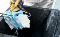 印度一家工厂用废弃口罩当棉花填充床垫