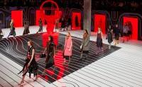Prada 将在米兰和上海同步举行时装秀