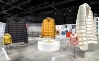 优衣库进博会展台三件高达2.7米的巨型高级轻型羽绒服