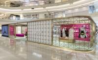 品牌 Valentino 在上海开设 RomanStud 限时概念店