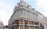 Burberry 在伦敦推出首家全新概念旗舰店